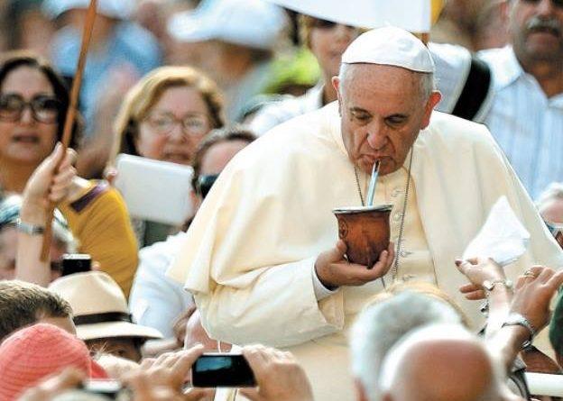 """5 años ya desde aquella """"fumata blanca"""" que lo convirtió  en un Papa diferente… LOS AÑOS """"MOZOS"""" DE  FRANCISCO"""